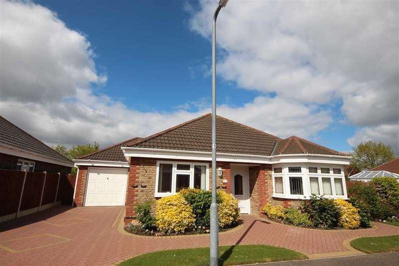3 Bedrooms Bungalow for sale in Oak Close, Clacton-On-Sea