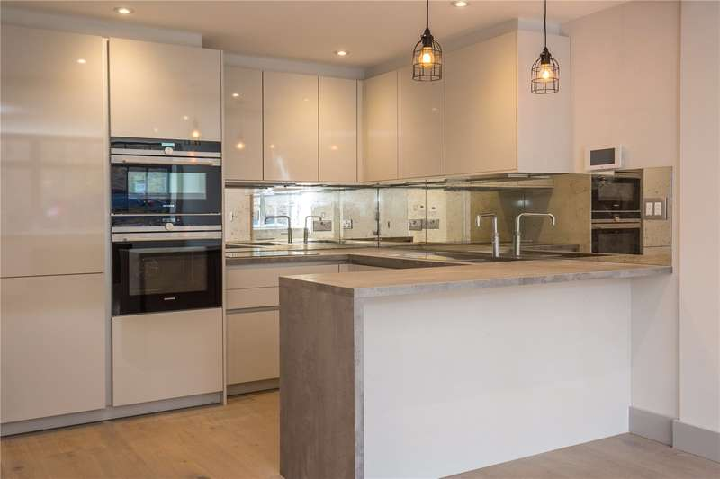 3 Bedrooms House for sale in Edison Road, London, N8
