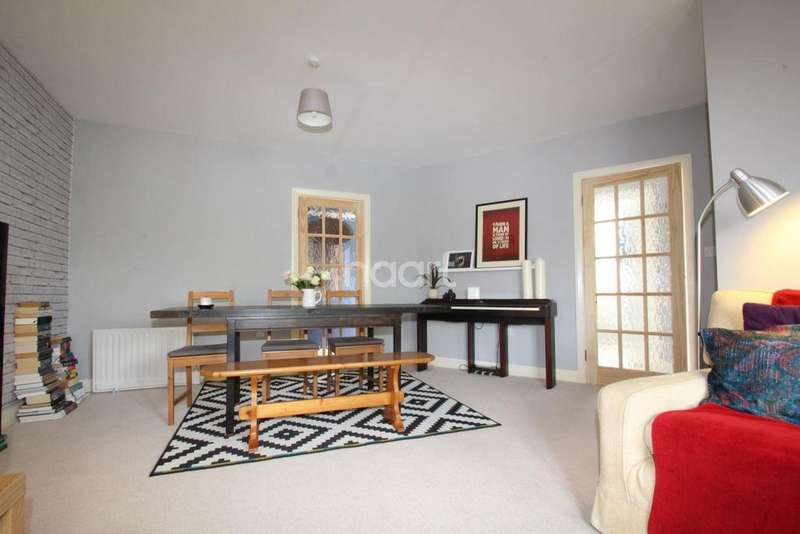2 Bedrooms Flat for sale in Barking Road, Plaistow