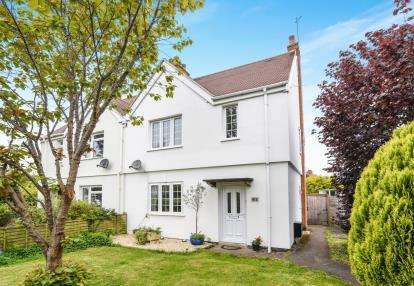 3 Bedrooms Semi Detached House for sale in Rynal Place, Evesham, Worcestershire, .