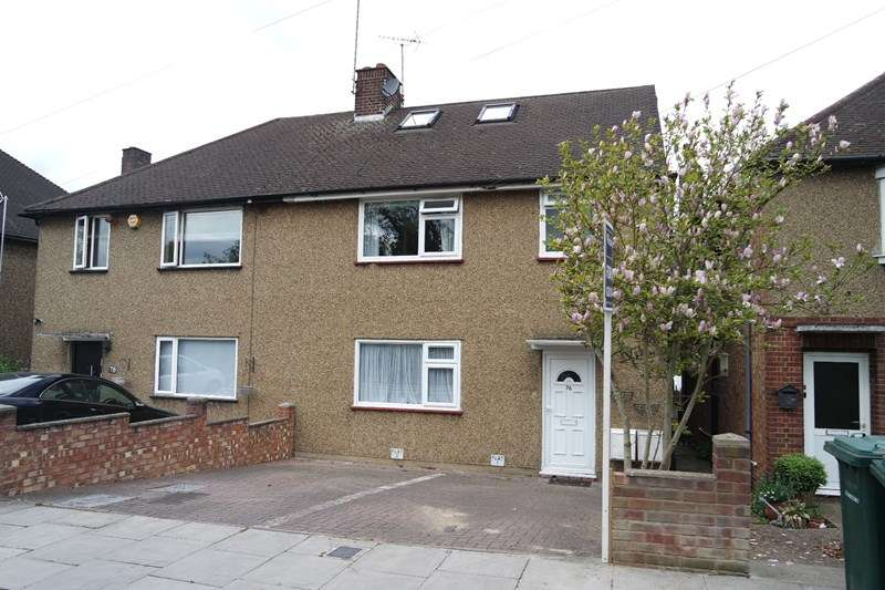 3 Bedrooms Flat for sale in Potters Lane, Barnet