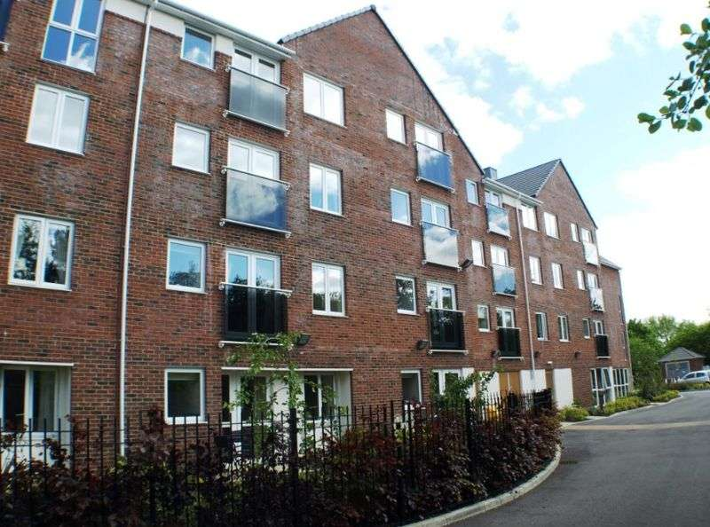1 Bedroom Flat for sale in Dutton Court: **NO CHAIN- APARTMENT IN EXCELLENT CONDITION**