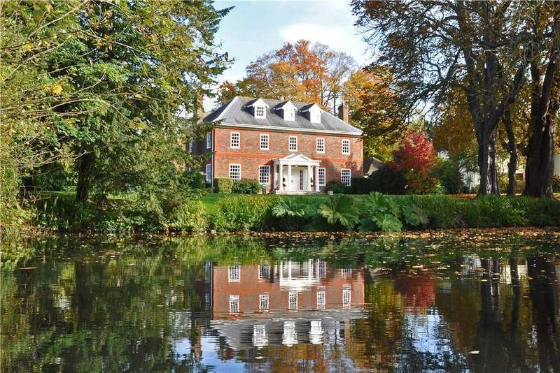 7 Bedrooms Detached House for sale in Pilgrims Lakes, Harrietsham, Kent, ME17