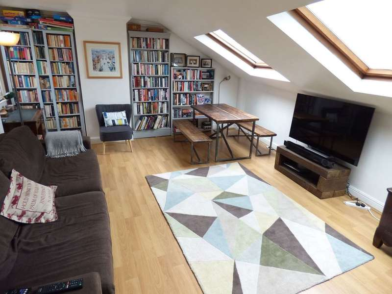 2 Bedrooms Flat for sale in RICHMOND ROAD, EAST TWICKENHAM