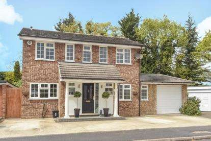 4 Bedrooms Detached House for sale in Glyndebourne Park, Orpington