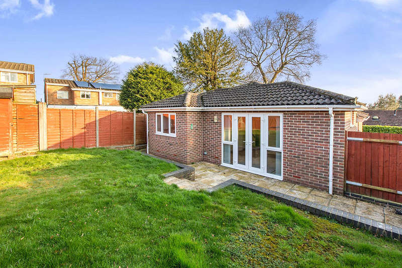3 Bedrooms Detached Bungalow for sale in Kendal Close, Waterlooville, PO8