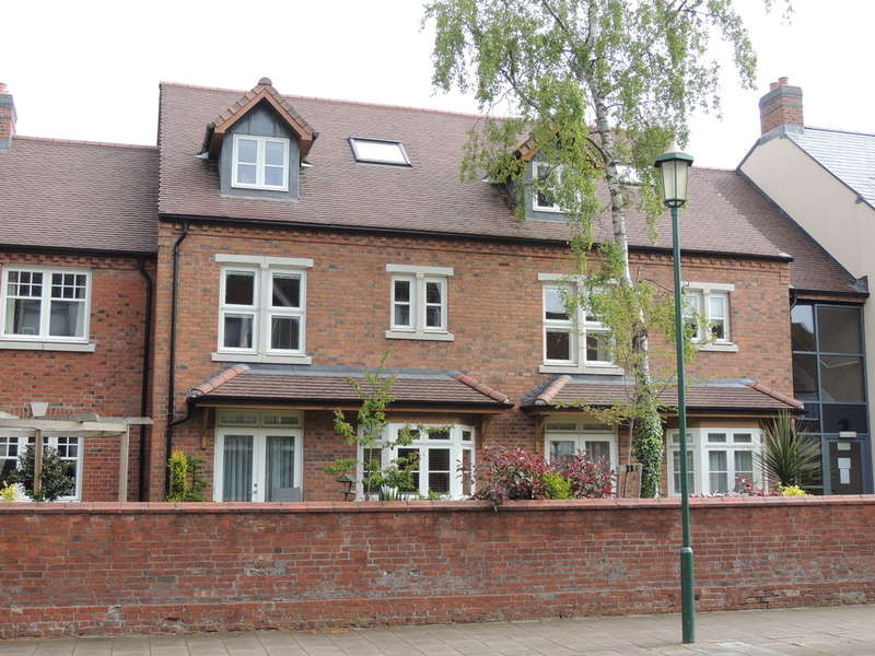 2 Bedrooms Ground Flat for sale in High Street, Knowle
