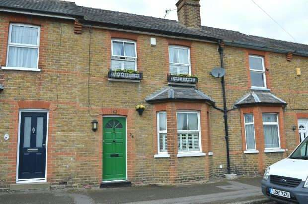3 Bedrooms Terraced House for sale in Plough Road, West Ewell, Ewell