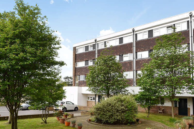 2 Bedrooms Flat for sale in Austin House, St. Marks Hill, Surbiton