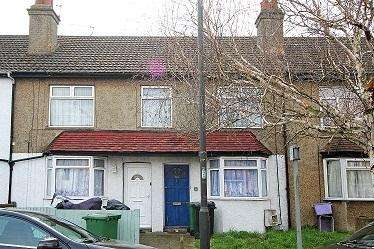 2 Bedrooms Maisonette Flat for sale in Lavender Avenue, Mitcham