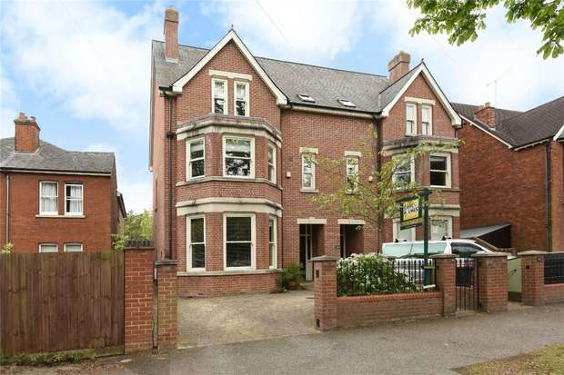 6 Bedrooms Semi Detached House for sale in Rothsay Road, Bedford
