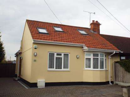 3 Bedrooms Bungalow for sale in Bowers Gifford, North Benfleet, Essex