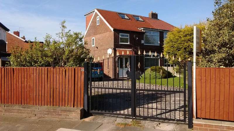 4 Bedrooms House for sale in Drewitt Crescent, Crossens, PR9 8LR
