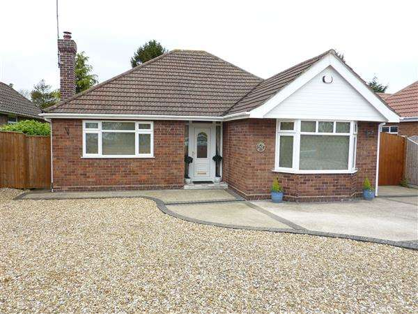 2 Bedrooms Detached Bungalow for sale in THIRKLEBY CRESCENT, GRIMSBY