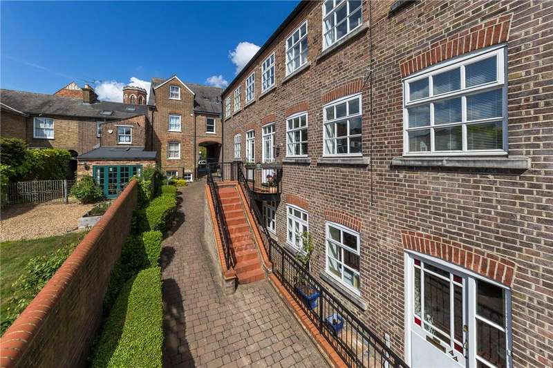 3 Bedrooms Terraced House for sale in Milliners Court, Lattimore Road, St. Albans, Hertfordshire