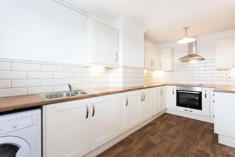 2 Bedrooms Apartment Flat for rent in Copperfield, Chigwell, IG7