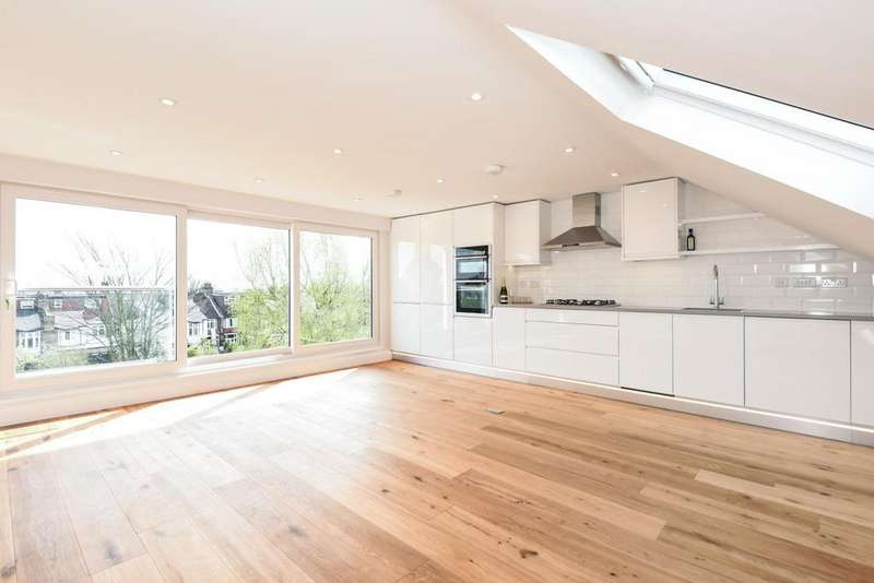 3 Bedrooms Flat for sale in Burford Gardens, Palmers Green, N13