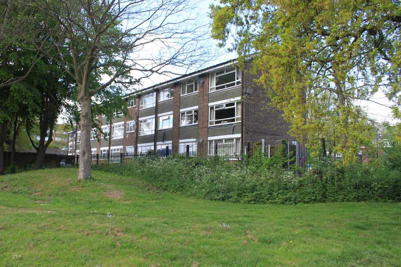 2 Bedrooms Apartment Flat for sale in Woodland Avenue, Brentwood