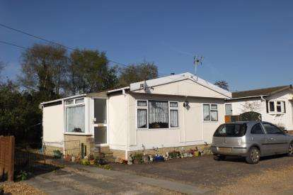 1 Bedroom Mobile Home for sale in Way Lane, Waterbeach, Cambridge