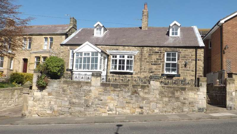 4 Bedrooms Detached House for sale in Amble, Morpeth, Northumberland, NE65 0LF