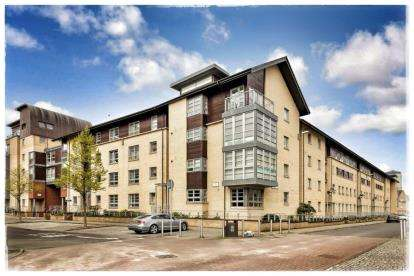 2 Bedrooms Flat for sale in Errol Gardens, New Gorbals, Glasgow