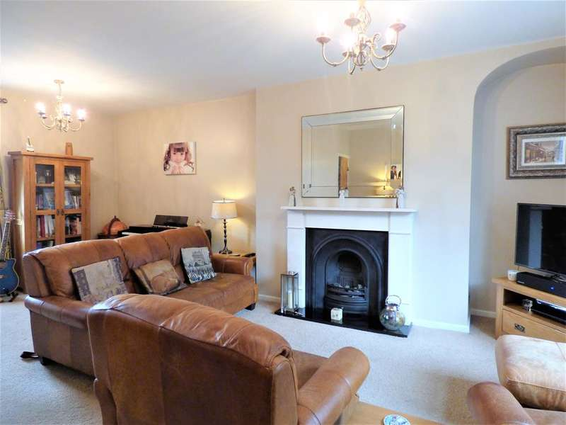 2 Bedrooms Terraced House for sale in Victoria Rd , Haworth