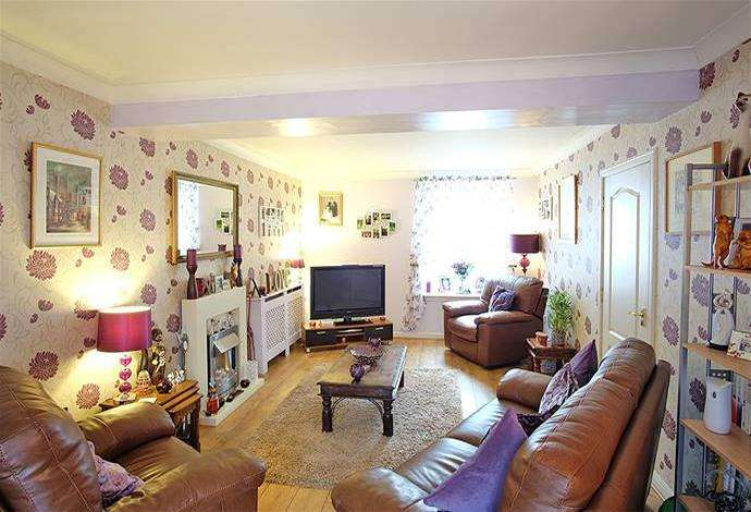 3 Bedrooms Flat for sale in 1 Swan Apartments, Earlston, TD4 6DE