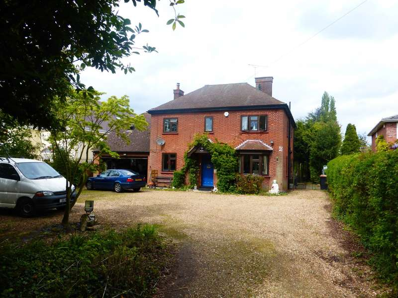 4 Bedrooms Detached House for sale in Bromham Road, Biddenham, Bedford, MK40
