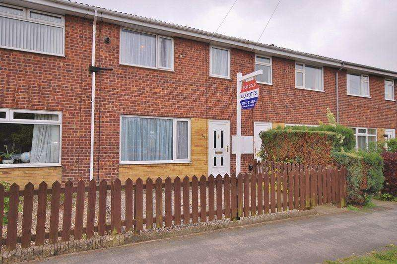 3 Bedrooms Terraced House for sale in Grove Park, Beverley
