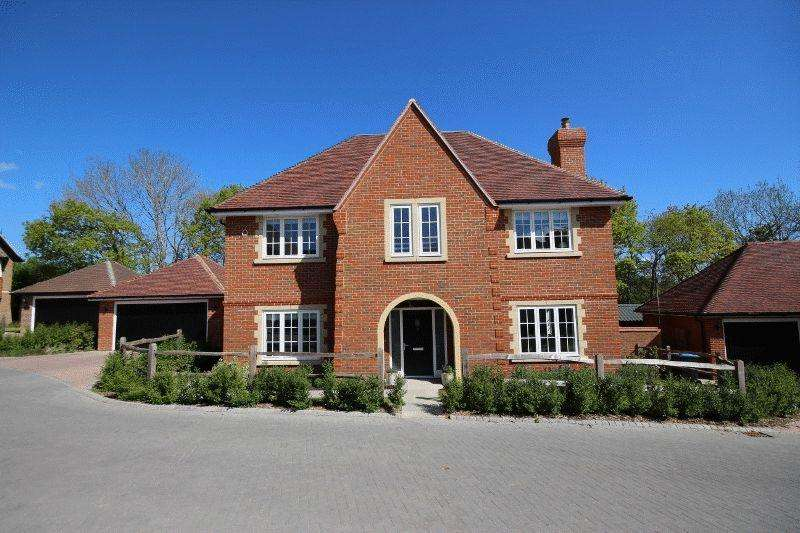 5 Bedrooms Detached House for sale in Oldfield Drive, Haywards Heath