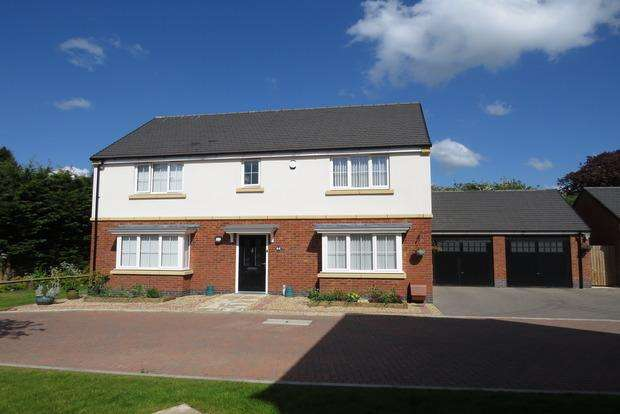 4 Bedrooms Detached House for sale in Somerset Drive, Duston, Northampton, NN5