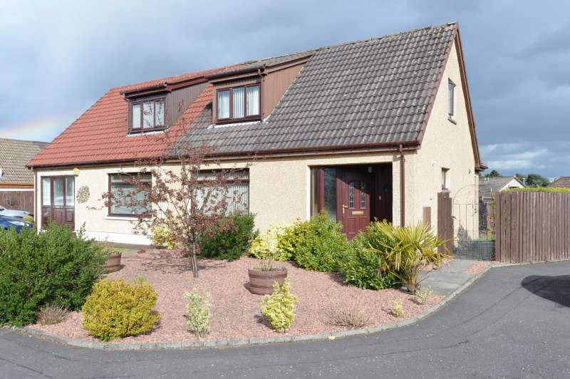 3 Bedrooms Semi Detached House for sale in Jacklin Green, Livingston, West Lothian, EH54 8PZ