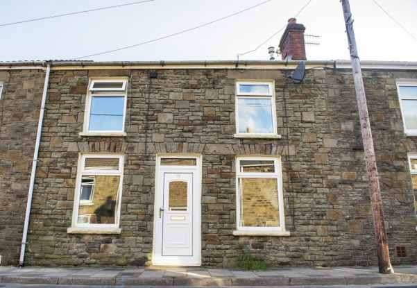 2 Bedrooms Terraced House for sale in School Street, Bargoed, Mid Glamorgan, CF81 9GY