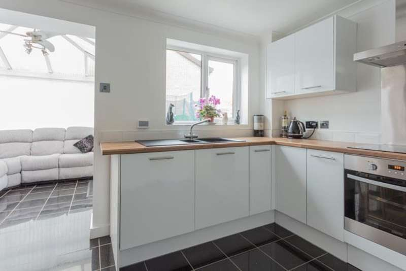 3 Bedrooms Detached House for sale in Crusader Drive, Doncaster, South Yorkshire, DN5