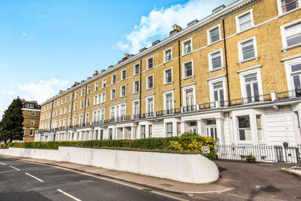2 Bedrooms Flat for sale in Richmond Hill, Richmond, Surrey
