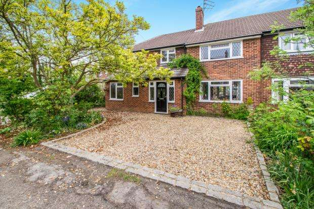 4 Bedrooms Semi Detached House for sale in Effingham, Leatherhead, Surrey
