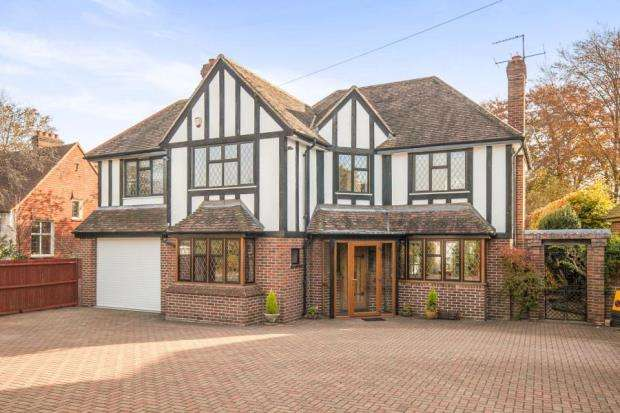 4 Bedrooms Detached House for sale in Epsom, Surrey