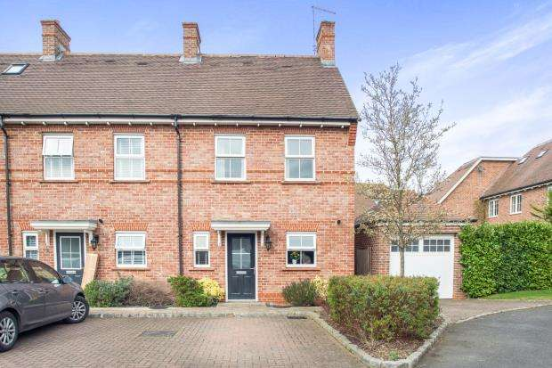 3 Bedrooms End Of Terrace House for sale in Esher, Surrey