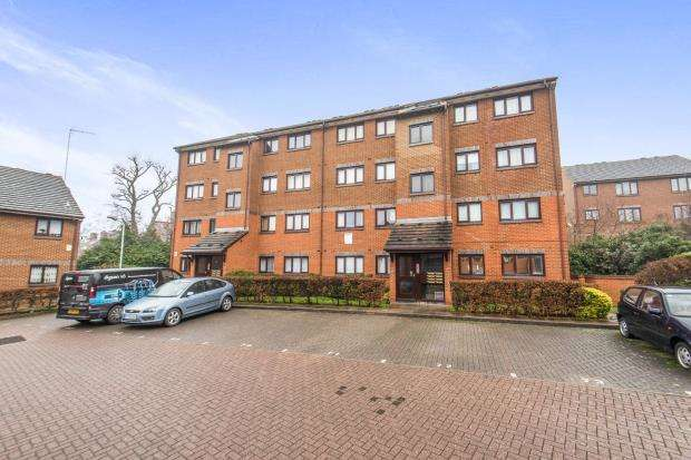 2 Bedrooms Flat for sale in London, England