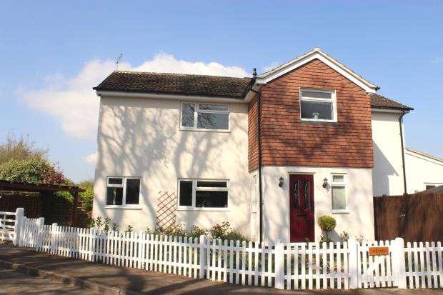 4 Bedrooms Detached House for sale in Lightwater, Surrey