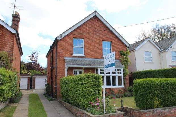 3 Bedrooms Detached House for sale in Windlesham, Surrey