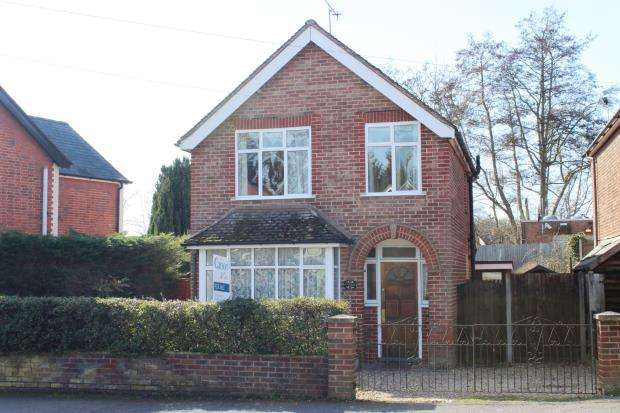 3 Bedrooms Detached House for sale in Bagshot, Surrey