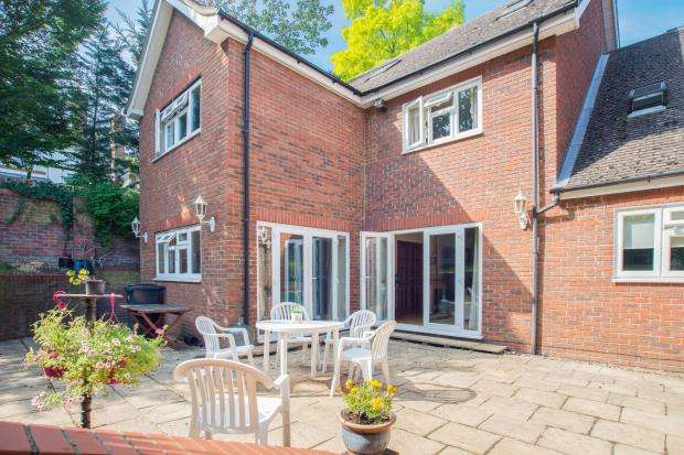 5 Bedrooms Detached House for sale in Surbiton, Surrey