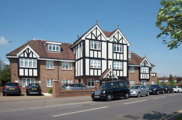 2 Bedrooms Flat for sale in 77 Green Lane, Worcester Park