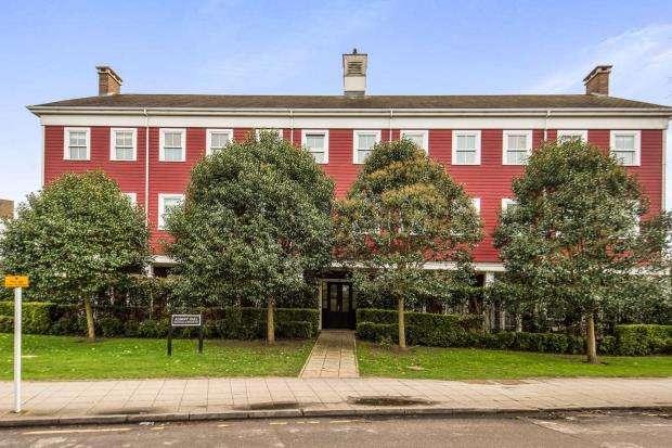 2 Bedrooms Flat for sale in Green Lane, Worcester Park, .