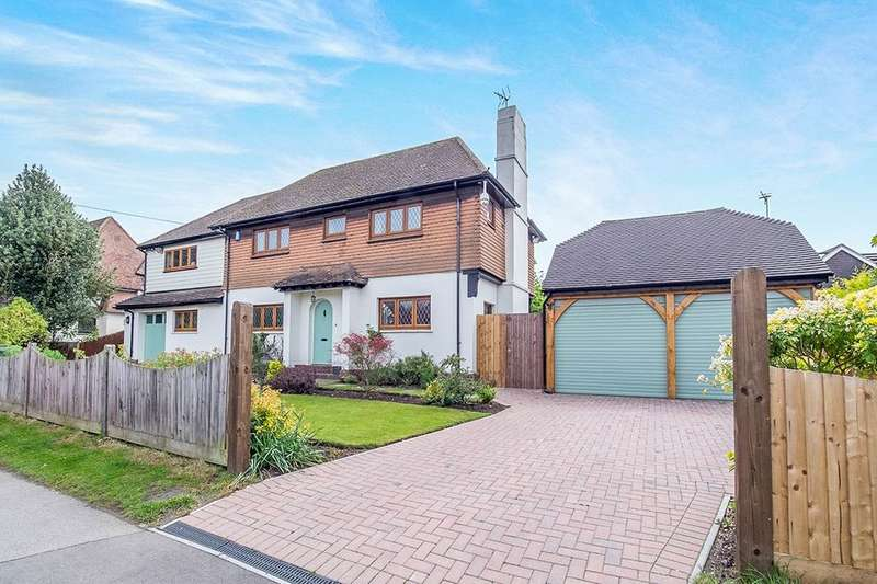 4 Bedrooms Detached House for sale in The Landway, Bearsted, ME14