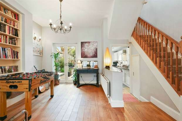 2 Bedrooms Terraced House for sale in Gloucester Road, Acton