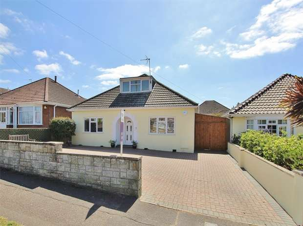 3 Bedrooms Chalet House for sale in Mossley Avenue, Wallisdown, POOLE, Dorset