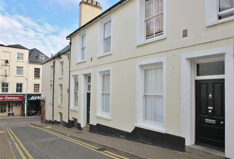 1 Bedroom Ground Flat for sale in Church Street, Ross-On-Wye