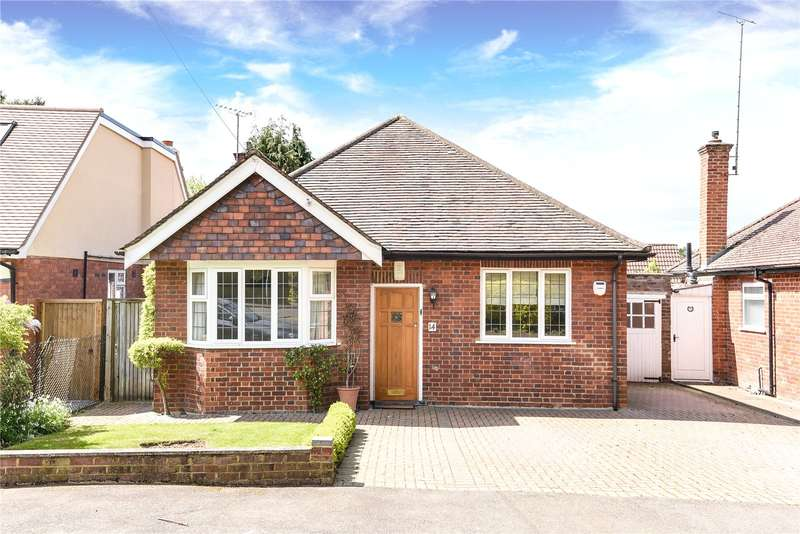 3 Bedrooms Bungalow for sale in Highfield Crescent, Northwood, Middlesex, HA6